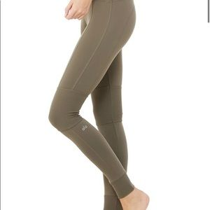Alo High Waist Avenue Legging in Olive